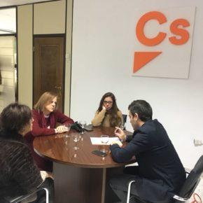 Ciudadanos propone una plataforma única en Gómez Becerra como paso previo a la peatonalización total